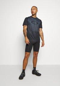 Oakley - TECH TEE - T-Shirt print - grey - 1