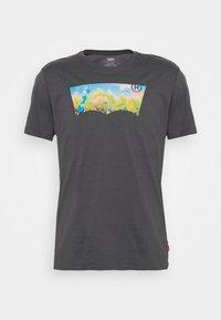 HOUSEMARK GRAPHIC TEE UNISEX - T-shirt z nadrukiem - washed black
