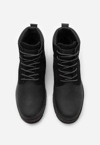 Levi's® - JAX PLUS - Šněrovací kotníkové boty - brilliant black - 3