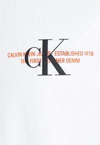 Calvin Klein Jeans Plus - URBAN GRAPHIC - Triko spotiskem - bright white - 5