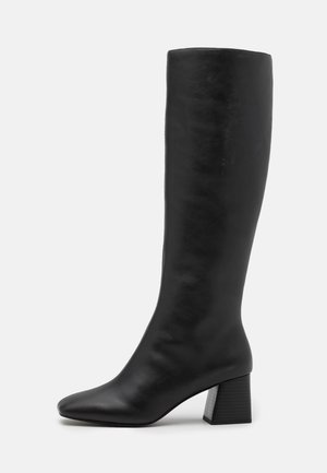 VEGAN PATTIE BOOT - Boots - black