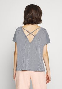ONLY - ONLSHIRLEY STRING BACK TOP - T-shirt con stampa - night sky/cloud dancer - 2