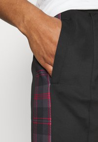 Night Addict - TILLERB - Pantaloni sportivi - black/red - 3