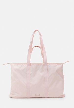 WOMEN'S FAVORITE TOTE 2.0 - Sportovní taška - rush red tint