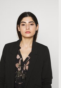 Dorothy Perkins Petite - EDGE TO EDGE ROUCHED SLEEVE JACKET - Blazer - black - 3
