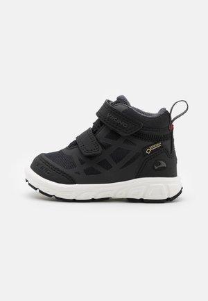 VEME MID GTX UNISEX - Chaussures de marche - black/charcoal