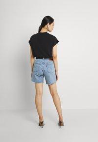 Levi's® - 501® MID THIGH SHORT - Szorty jeansowe - tango crushed short - 2
