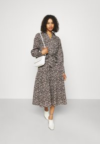 Selected Femme Tall - SLFSOLVEIG SHIRT DRESS - Abito a camicia - black - 1