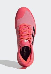 adidas Performance - ADIZERO LIGHTSTRIKE INDOOR SPORTS SHOES - Handball shoes - sigpnk/cblack/coppmt - 2