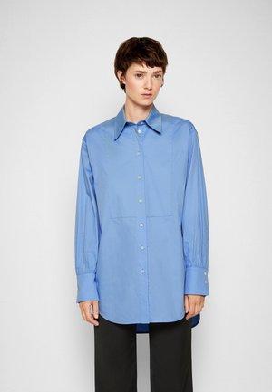 OVERSIZED BIB DETAIL SHIRT - Button-down blouse - oxbridge blue