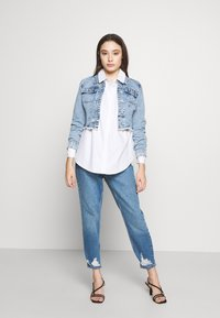Topshop Petite - MOM RIP HEM - Jeansy Relaxed Fit - blue denim - 1