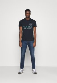Alpha Industries - NASA RAINBOW  - Print T-shirt - dark blue - 1
