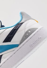 Reebok Classic - CLUB C RC 1.0 LIGHT TENNIS STYLE SHOES - Trainers - white/true grey/collegiate navy - 5