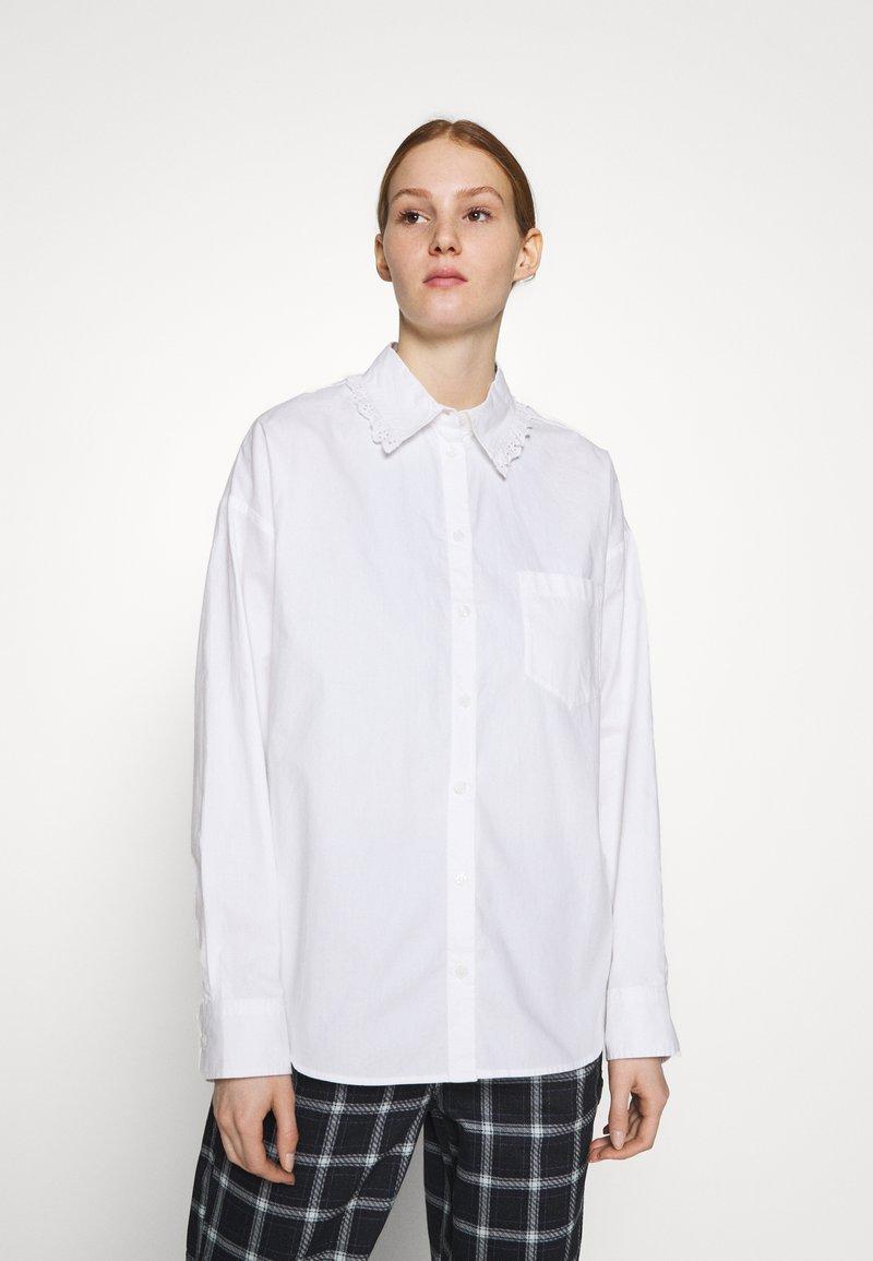 Monki - MEJA FANCY SHIRT - Button-down blouse - white solid