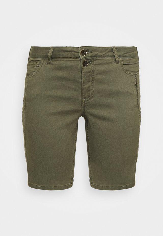 JABBEY - Short en jean - green