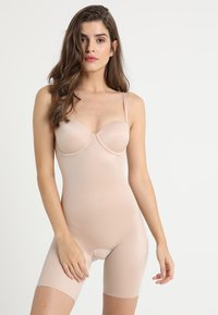 Spanx - SUIT YOUR FANCY STRAPLESS CUPPED MID-TIGH BODYSUIT - Body - champagne beige - 0