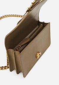 Pinko - LOVE MINI ICON SIMPLY JE ANTIQUE - Across body bag - olive - 2