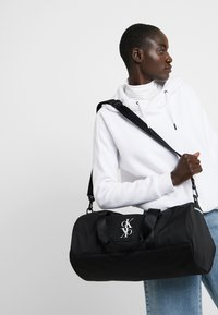 Calvin Klein Jeans - SPORT ESSENTIALS  DUFFLE  - Sports bag - black - 5