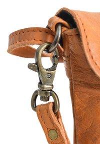 Gusti Leder - Across body bag - cognac - 5