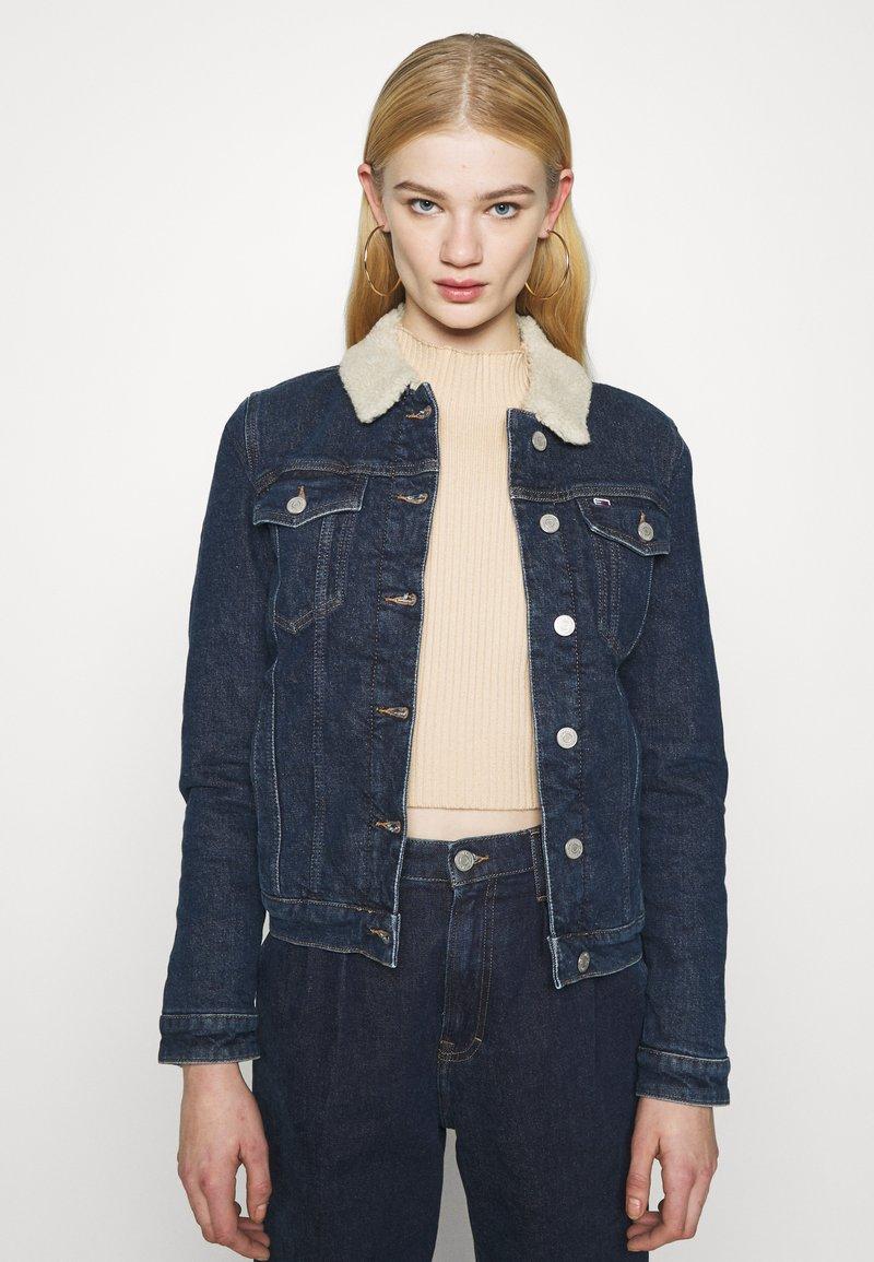 Tommy Jeans - TRUCKER JACKET  - Denim jacket - oslo dark blue