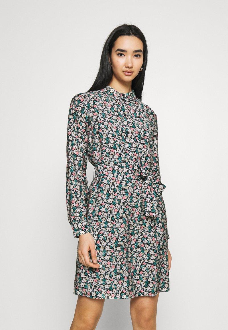 Vero Moda - VMELLIE DRESS  - Shirt dress - ellie
