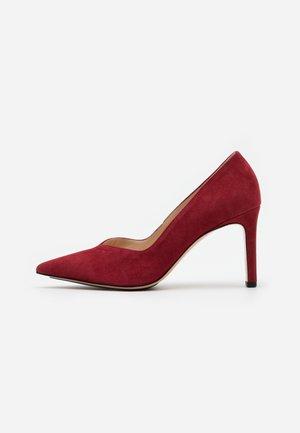 High heels - cherry