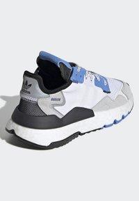 adidas Originals - NITE JOGGER SHOES - Sneakers - white - 3