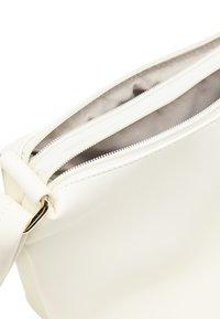 usha - Across body bag - weiss - 4