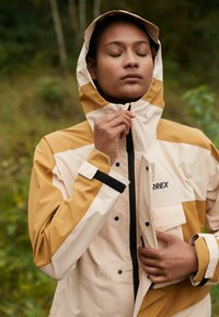 adidas Performance - TERREX XPLORIC RAIN - Hardshell jacket - halo blush/mesa - 3