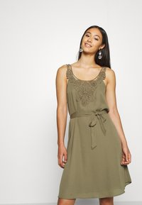 ONLY - ONLBEVERLY ABOVE KNEE DRESS  - Day dress - kalamata - 0