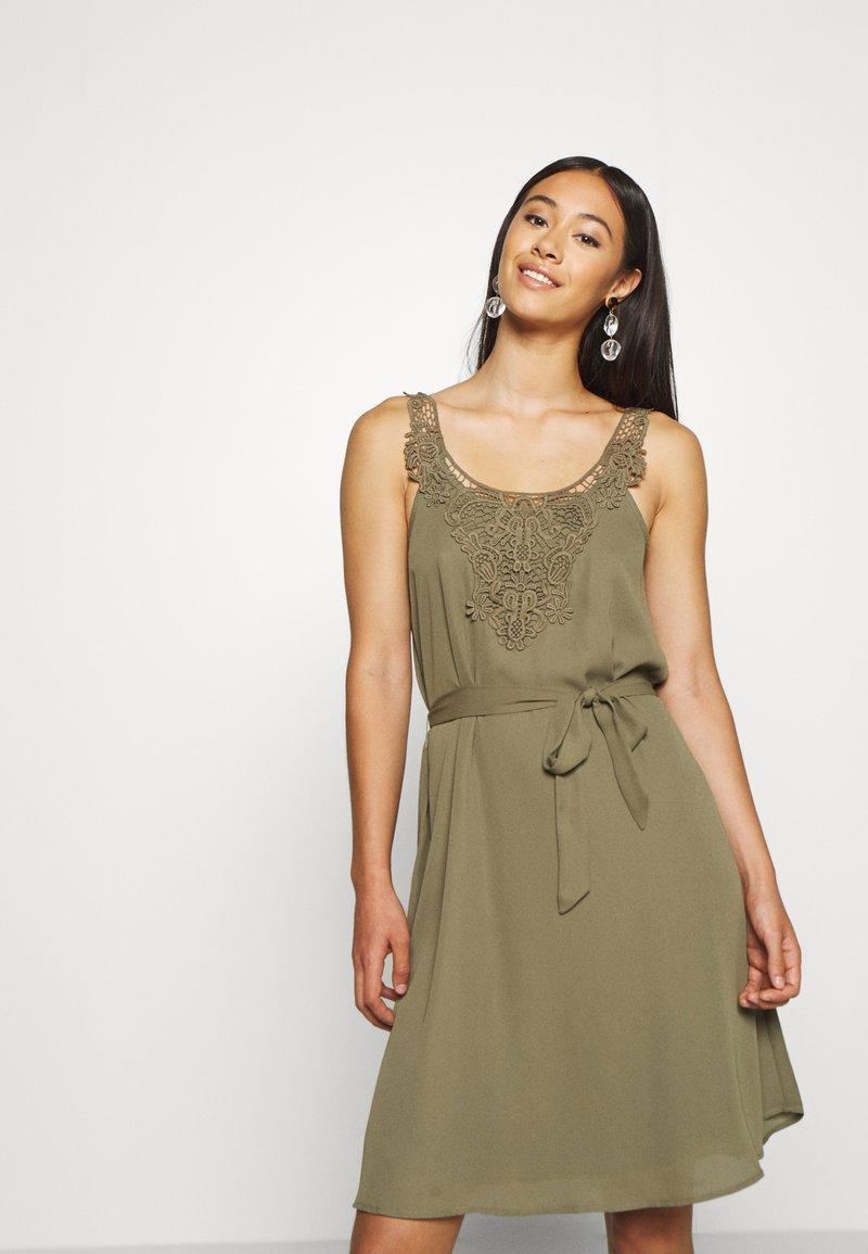 ONLY - ONLBEVERLY ABOVE KNEE DRESS  - Day dress - kalamata