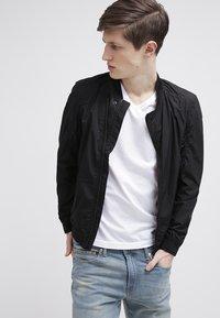 GANT - ORIGINAL SLIM V NECK - T-shirt - bas - white - 3