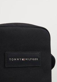 Tommy Hilfiger - UPTOWN MINI REPORTER - Skulderveske - black - 2