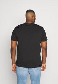 Jack & Jones - JCOFRIDAY - Print T-shirt - black/disc tee - 2