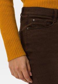 BRAX - STYLE CAROLA - Straight leg jeans - brown - 4