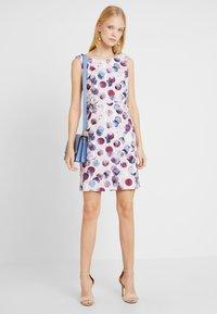 Betty & Co - Shift dress - rosé/white - 2