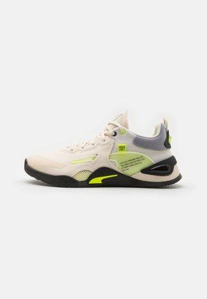 FUSE FM - Sports shoes - eggnog