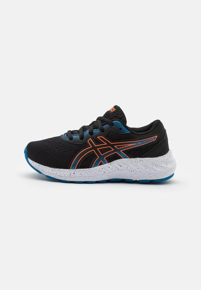 GEL-EXCITE 8 UNISEX - Neutral running shoes - black/marigold orange