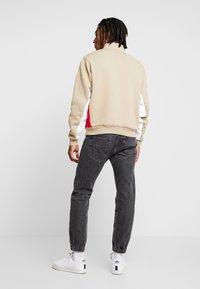 adidas Originals - MODULAR - Sweatshirt - hemp/white/power red - 2