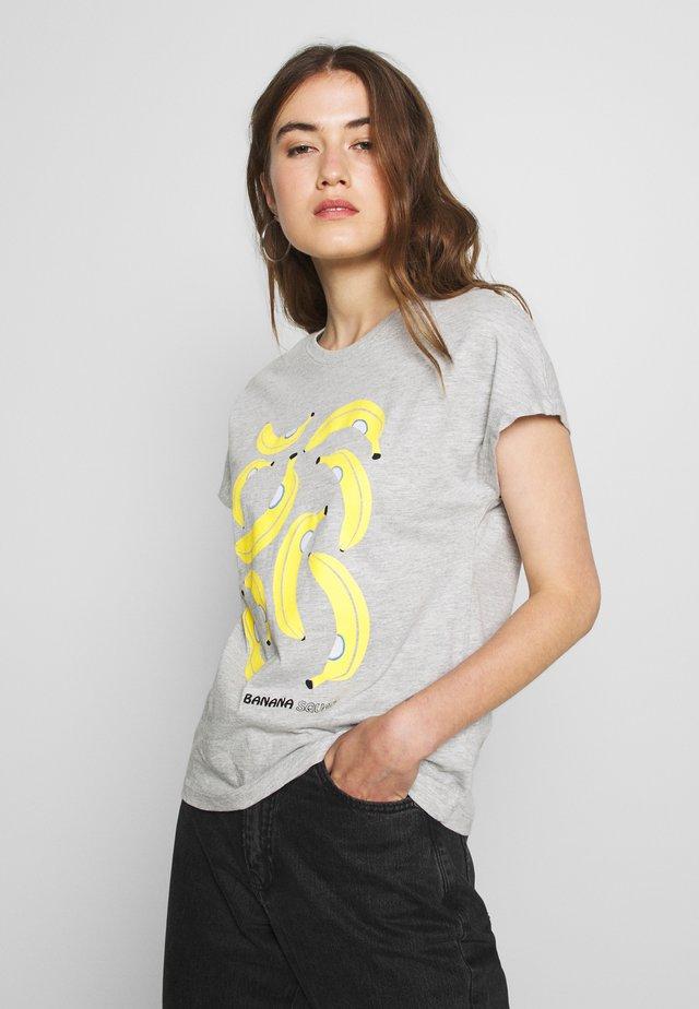 ONLJOY LIFE BAT BOX - Camiseta estampada - light grey melange/banana