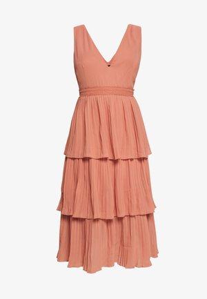 Vestido de cóctel - rose gold