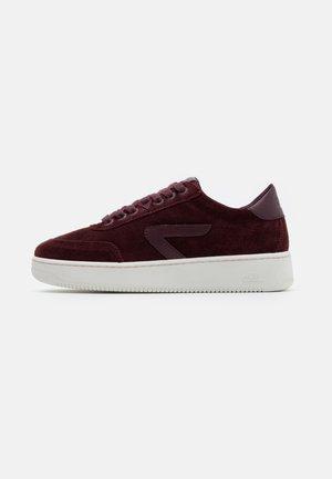 BASELINE - Sneakers basse - burgundy/offwhite