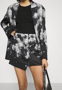 Jaded London - BUTTON FRONT SUIT SKIRT BLEACH CHECK - Mini skirt - multi - 3