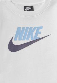 Nike Sportswear - CLUB CREW - Sweatshirt - white/psychic blue - 2