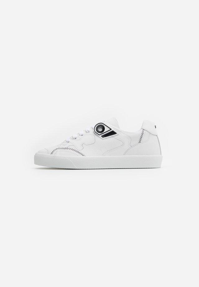 GYMNIC - Zapatillas - white