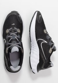 Nike Performance - RENEW RUN - Zapatillas de running neutras - black/metallic silver/white/wolf grey - 0