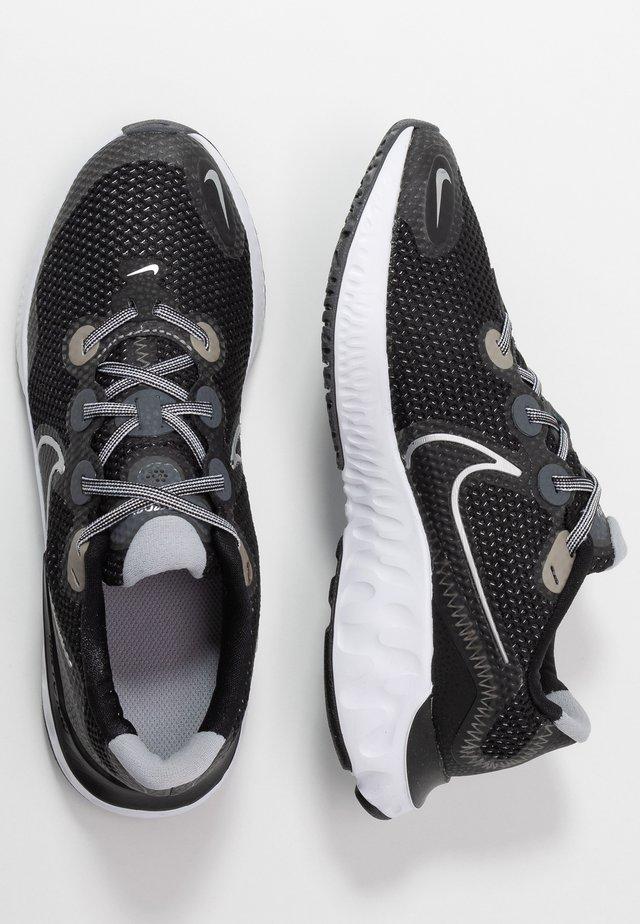 RENEW RUN UNISEX - Zapatillas de running neutras - black/metallic silver/white/wolf grey