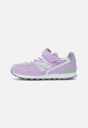 996 - Trainers - astral glow