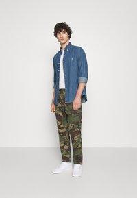 Polo Ralph Lauren - STRETCH SLIM FIT TWILL CARGO PANT - Cargo trousers - british elmwood - 1