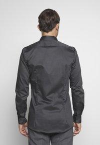 OLYMP - OLYMP NO.6 SUPER SLIM FIT  - Zakelijk overhemd - schwarz - 2